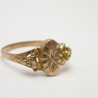 Oval 'picture frame' style ring with star/asterisk design size 5