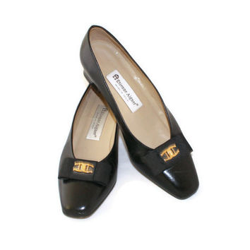 Black  Low Heels Leather  Pumps by Etienne Aigner. 1980s Grosgrain Flat Bow Shoes. Size 8M. Made in Spain