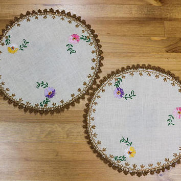 Hand Embroidered Linen Doilies, Round Shape, Pink Yellow Green Flowers, Brown Tatted Edging, Shabby Chic Decor, Mid Century Vintage Linens