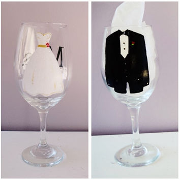 Mr & Mrs HAND PAINTED Wedding Wine Glasses