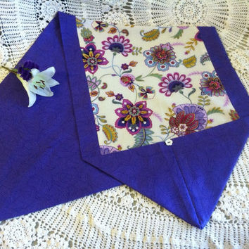 Purple Flowered Table Runner Hand Sewn Lavender Pink Gold White Blue Floral Table Linen Modern Cottage Chic Home Bureau Nighstand Decoration