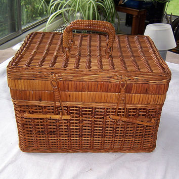 Vintage Handwoven Natural Straw Wicker Basket with Lid and Handles, Vintage Lunch Basket with Lid, Vintage Picnic Basket with Lid