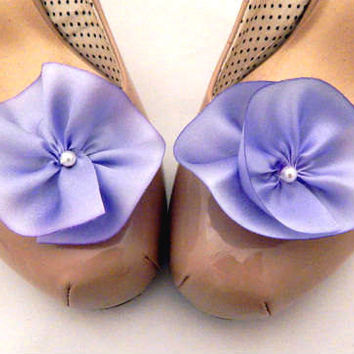 Purple shoe clips, light purple flower shoe clips, silk flower shoe clips, purple bridesmaid accessory, wedding shoes, lavender wedding
