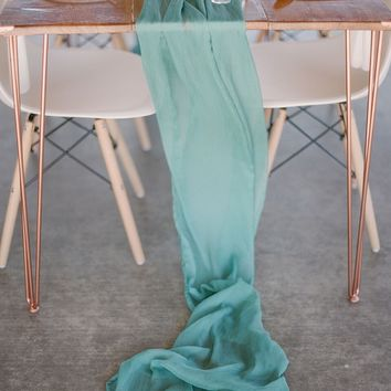 Seafoam Silk Crinkle Table Runner