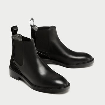 FLAT LEATHER CHELSEA BOOTS