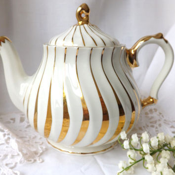 Sadler Teapot / Vintage English Teapot / Sadler White Gold Lusterware Teapot / Afternoon Tea Party / Vintage Ceramic Teapot Staffordshire UK