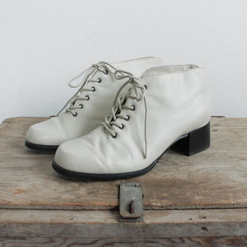 Vintage 80s Ivory White Leather Ankle Boots with Heel | women's 6.5