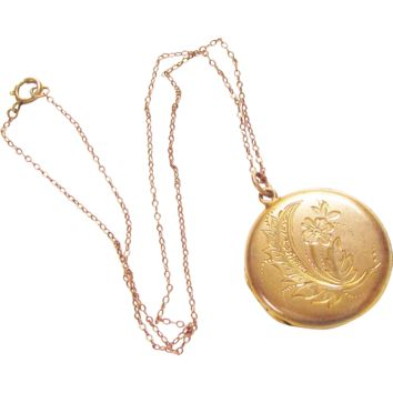 Vintage Etched Double Photo Locket Necklace Gold Filled