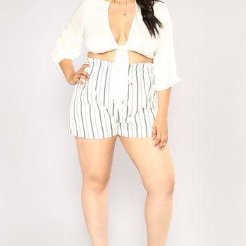Fine Lines Striped Shorts - White/Black