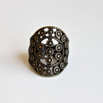 Vintage Hollow Out Circle Flower Pattern Ring. Antique Brass European Style Ring. Vintage Statement Ring for Her.