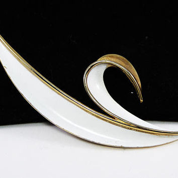 White Enamel Leaf Brooch Signed Trifari High Polished Gold Tone Setting, Crown Trifari, Mid Century, Vintage 1950s 1960s Summer White Leaves