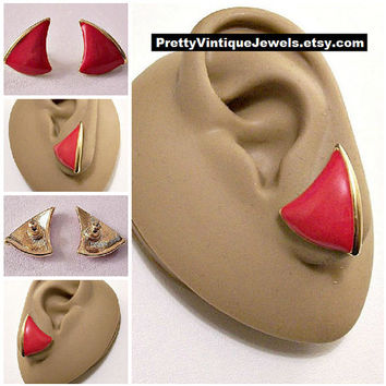 Monet Red Curved Arrow Pierced Post Stud Earrings Gold Tone Vintage Striped Edge Discs Buttons