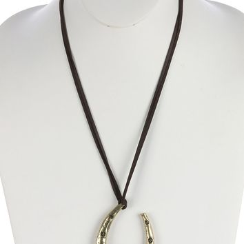 Brown Aged Finish Metal Horseshoe Pendant Necklace