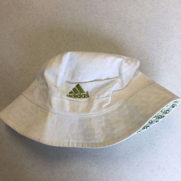 DCCKIHN BRAND NEW ADIDAS WHITE AND GREEN BUCKET HAT YOUTH FIT SHIPPING