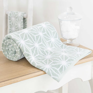 NORDIC cotton bath sheet in sea green 70 x 140cm | Maisons du Monde