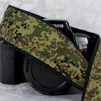 Camera Strap, Camo, Fits dSLR or SLR Camera, Pocket, Camera Neck Strap, Mens Camera Strap, Nikon or Canon camera strap, Digital Camo 221 w