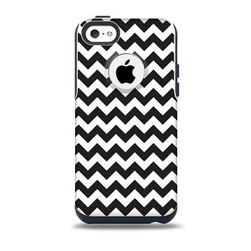 The Black & White Chevron Pattern Skin for the iPhone 5c OtterBox Commuter Case