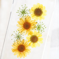 The Yellow Daisy pressed flower phone case