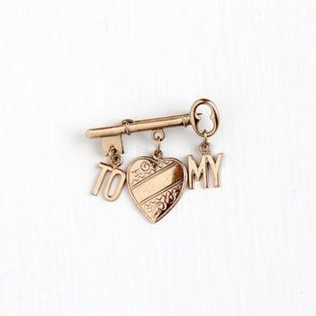 Vintage Gold Tone Key to My Heart Charm Brooch - Mid Century Era 1940s WWII Love Romantic Sentimental Linked Skeleton Key Pin Jewelry