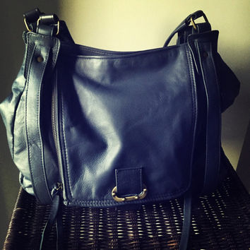 NEW-Beautiful shoulder handbag in genuine lambskin leather. The Pouch is a unique and rare design which can change shape. Great shopper tote