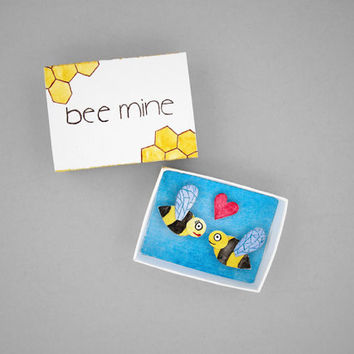 Bee mine, matchbox art, paper diorama, girlfriend gift, boyfriend gift, miniature art, valentines day gift, cute anniversary gift under 15