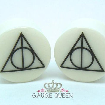 "Harry Potter Plugs / Gauges. 4g /5mm, 2g /6.5mm, 0g /8mm, 00g /10mm, 1/2"" /12.5mm, 9/16"" /14mm, 5/8"" /16mm, 3/4""/ 19mm, 7/8"" /22mm, 1"" /25mm"
