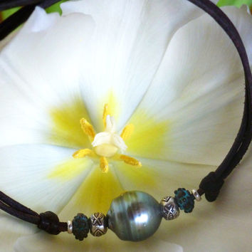 Tahitian pearl, sterling silver beads on leather - woman bracelet