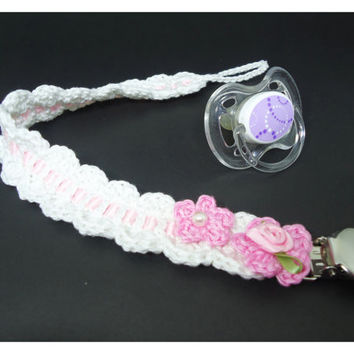 Baby crochet pacifier clip, binky clip, baby acessories, fashion baby, baby girl acessories - Ideal for a babyshower gift or other occasion