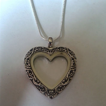 Floating Locket ~ 30 mm Antique Silver Heart Memory Locket with silver snakechain/Silver Oval Shaped Charm Locket /Glass Locket