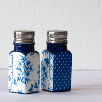 Salt & Pepper Shakers, Decoupage Kitchen Set, Olympian blue Kitchen, Polka dots, Vintage Royal blue flowers