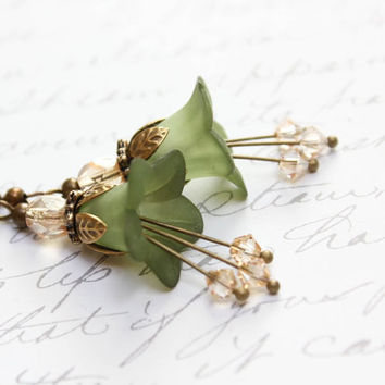 Green Lucite Earrings Moss Flower Dangle Earrings Nature Inspired Floral Drop Forest Woodland Faerie Fairie Pixie Botanical Garden Wedding