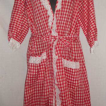 VIntage 70s 80s Table Cloth Red Plaid Lace Robe Lanz of Salzburg Pin Up Country Girl Picnic Kawaii Lace Red White CHristmas Present