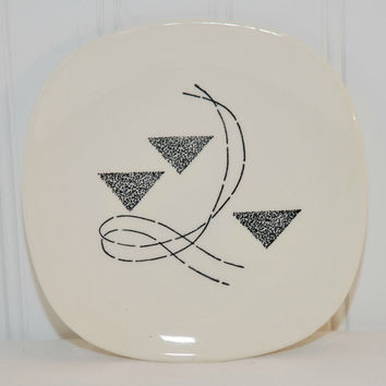Edwin Knowles Flair Pattern Bread and Butter Plate (c. 1960) Mid Century Modern, Black Triangles and Lines, Geometric Design, Dinnerware