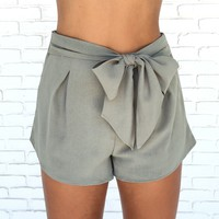 Claire Bow Shorts In Olive