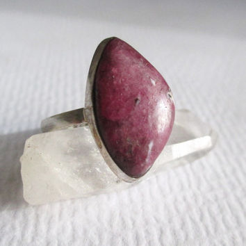 Ruby & Sterling Silver Ring. Dark Red Crystal. Vintage Jewelry. Size 6