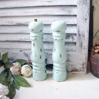 Mint Green Salt and Pepper Set, Sea Glass Green Vintage Pepper Grinder and Salt Shaker Set, Shabby Chic Salt and Pepper Shaker Set Gift Idea