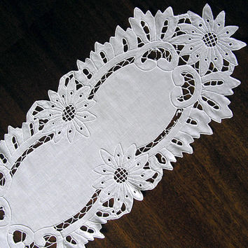 Vintage cutwork embroidery (1960s), richelieu embroidery, doily, Handmade, Vintage, Housewares, Home Decor, hand embroidered, White Canvas