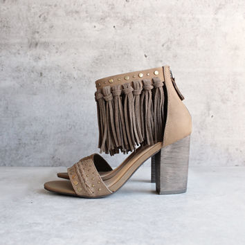 sbicca vintage collection - palooza fringe heels - khaki