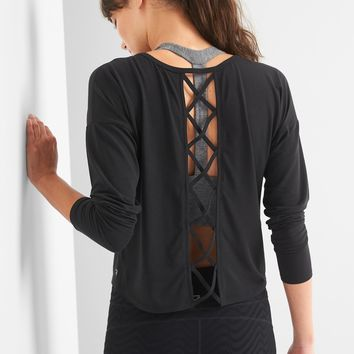 Breathe lattice-back crop tee|gap
