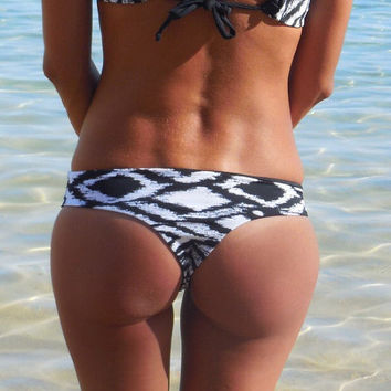 Reversible seamless Brazilian Black and White print and black bottoms