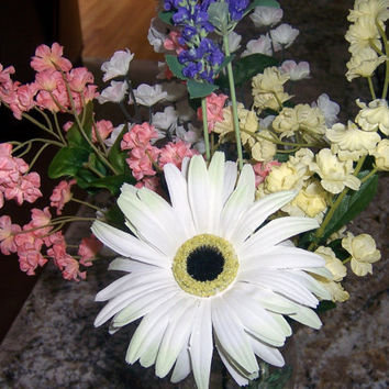 Country floral arrangement in mason jar, white gerber daisy