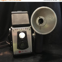 5 DAY SALE (Ends Soon) 1940s Spartus Full Vue Camera, Bakelite Camera with Flash