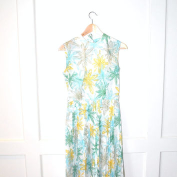 1950s floral dress / pleated 50s mid century new look sun dress small