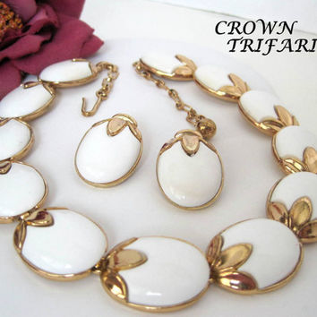 Vintage 1956 Crown Trifari White Necklace Earrings Book Piece