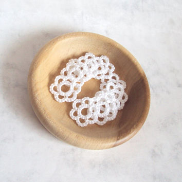 Mini Flower Appliques / Wedding Decorations , Handmade in Tatting - White  - 10 Pieces
