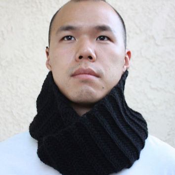 The Commuter Circle Scarf in Black - READY TO SHIP