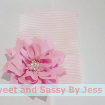 Newborn size knit beanie with Pink Flower and bling. Babies first beanie, Baby Arrival beanie, Baby's first hat, Newborn photo prop beanie