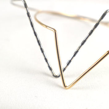 Spike geometric bangle