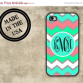 SALE Chevron iPhone 4 case - Monogram tiffany blue chevron - Monogrammed Iphone 4s plastic or rubber cover (9984)