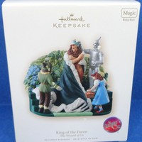 2007 King of the Forest Hallmark Wizard of Oz Magic Ornament